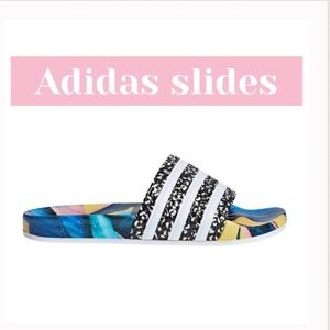 ✨JUST IN✨ADIDAS SLIDES